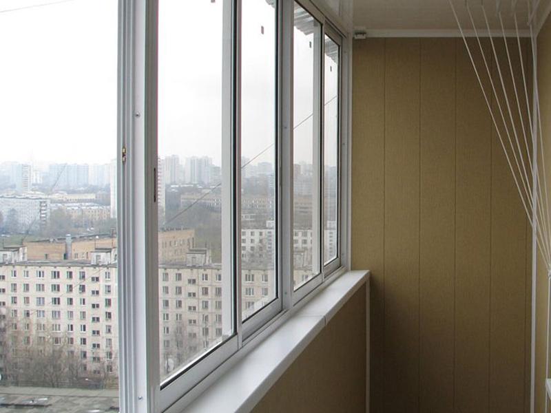 Чем дешевле стеклить балкон?.